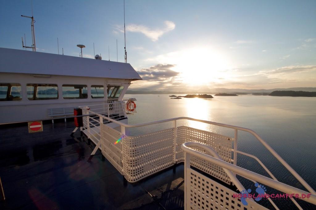 Fähre bei der Fahrt durch den Bergenfjord